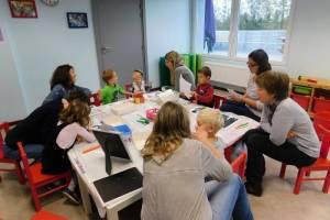 Nos ateliers des 6-10 ans se déroulent l'après midi. Bricolage, goûter et jeux de la ludothèque sont au programme des ateliers Bricokids. Cet après midi là, une ribambelle de hérisson a fait son apparition dans nos locaux... qu'ils étaient beaux.